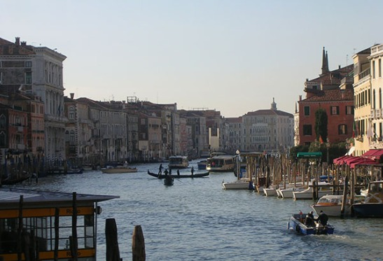 Ca@ Foscari from the Rialto, Venice. Photograph: David Hill (2008)