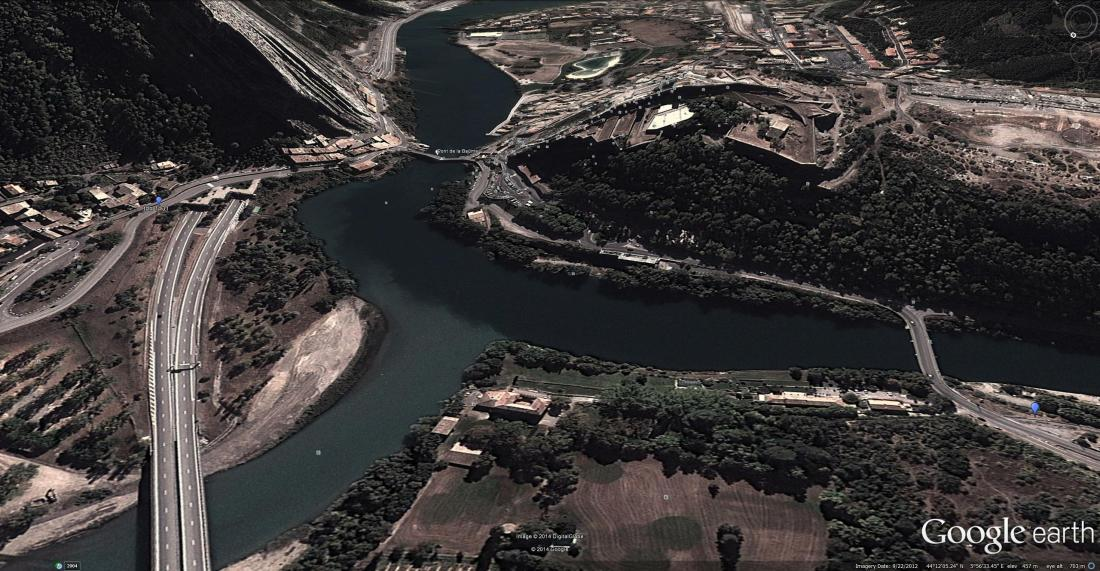 Google Earth aerial view of the confluence of the Durance and Buech. The Pont du Buech is to the right. The Pont de la Baume only comes into view from near the right bank of the Durance.